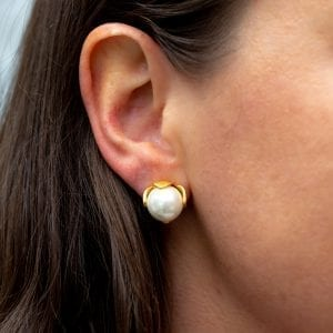 woman's ear with Julie Vos Penelope pearl earring