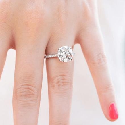 Mila Kunis' wedding ring